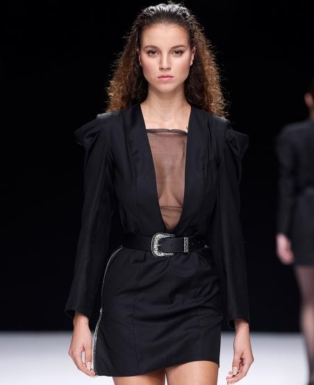 Robe tailleur col V « Notre Dame » ©MiratParis