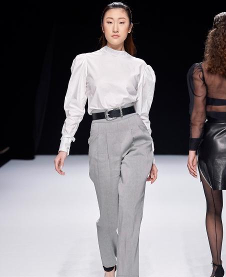 Pantalon jean Place d'Italie ©MiratParis