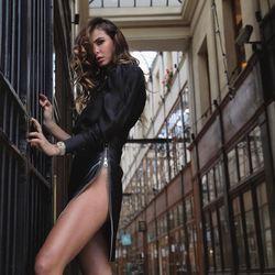 La jupe en cuir jongle entre les styles, rock, casual et chic. Cette pièce aux mille visages est un indispensable mode dans votre dressing. Composez votre look comme vous le souhaitez, cette jupe saura mettre en lumière votre côté rock !  FABRICATION 100% FRANÇAISE  Commandez sur : www.miratparis.fr  Crédits:  Styliste: @mirat_paris  Modèle: @alexandra_zimny  Photographe: @valentinnovet  #miratparis #paris #newcollection #womenstyle #perfecto #dress #leatherdress